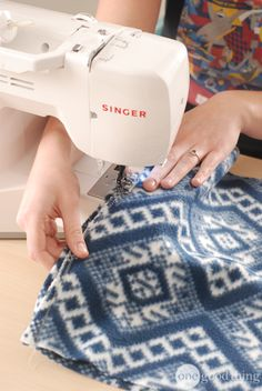 Diy Sewing Projects Fleece Hats More - Learn how to make a cozy fleece hat in 5 minutes flat! Make them for all your friends! Fleece Crafts, Fleece Projects, Easy Sewing Projects, Sewing Projects For Beginners, Sewing Hacks, Sewing Tutorials, Sewing Crafts, Sewing Patterns, Sewing Tips