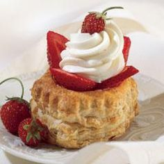 Amaretto Cheesecakes in Pastry Shells