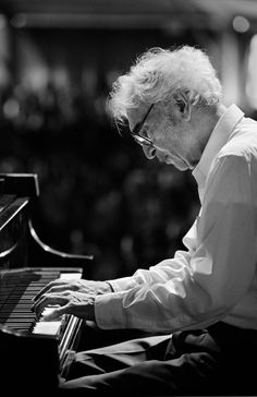 "David Warren ""Dave"" Brubeck is an American jazz pianist. He has written a number of jazz standards. Jazz Artists, Jazz Musicians, Music Artists, Music Icon, My Music, Francis Wolff, Dave Brubeck, Smooth Jazz, Jazz Blues"