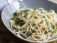 Spaghetti mit Trüffelpaste ist ein Rezept mit frischen Zutaten aus der Kategorie Nudeln. Probieren Sie dieses und weitere Rezepte von EAT SMARTER!