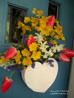 Fresh Flower Basket for May Day or Mother's Day! http://ourfairfieldhomeandgarden.com/fresh-flower-basket-for-may-day-or-mothers-day/