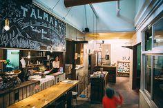 鳥取県にある、廃園後8年経過した保育園を改装したカフェ「タルマーリー」の紹介。ビールサーバーもDIYしたほど、できる限り自分たちの手で作り上げたという。パン作りやカフェ運営だけでなく、いまではビールの醸造と販売も行なっている。