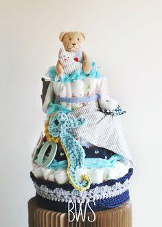 """Hoy en Bewoodsailor te presentamos los nuevos """"Baby Cakes """", las tartas de pañales totalmente personalizables para que sorprendas a los nuevos papis. Un regalo super útil y vistoso que encantará a todo el mundo! Para más información y/o pedidos, ponte en contacto con nosotros a través del correo Bewoodsailor@gmail.com :D"""