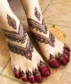 Latest Henna Designs, Henna Tattoo Designs Simple, Finger Henna Designs, Legs Mehndi Design, Back Hand Mehndi Designs, Mehndi Designs Book, Mehndi Designs For Girls, Mehndi Designs For Beginners, Mehndi Designs For Fingers