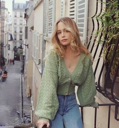 10 absolutely chic ways to dress like a Parisienne They say Frenc. - 10 absolutely chic ways to dress like a Parisienne They say French women are the chi - European Fashion, French Fashion, Look Fashion, Girl Fashion, Spring Fashion, Fashion Dresses, Fashion Clothes, Fashion Women, Vintage Fashion Style