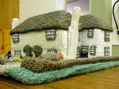 Knitted English village :) Lmbo why? Knitting Projects, Crochet Projects, Knitting Patterns, Crochet Patterns, Crochet Home, Knit Crochet, English Village, Vogue Knitting, Tea Cozy