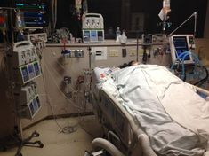 CASE STUDY: My Mom has been in ICU ventilated with a breathing tube in an induced coma for 5 days, is a tracheostomy too early? Glasgow Coma Scale, Hospital Pictures, Hospital Room, Intensive Care Unit, Fake Photo, Seizures, Summer Aesthetic, Case Study, Recovery