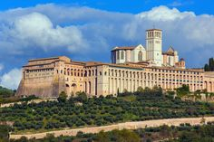 6 of the Best Cathedrals in Italy Photos | Architectural Digest - BASILICA OF SAN FRANCESCO D'ASSISI, ASSISI, ITALY (=)