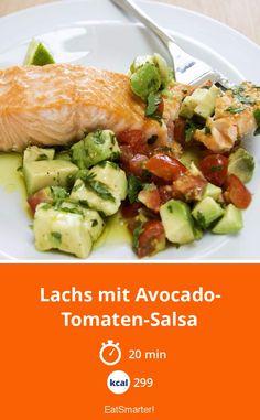 Schnelles Low-Carb-Rezept: Lachs mit Avocado-Tomaten-Salsa    #tomatenrezepte #sommerrezepte Avocado, Paleo Dinner, Eat Smarter, Potato Salad, Low Carb, Potatoes, Chicken, Meat, Ethnic Recipes