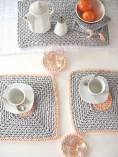 Crocheted placemats by LoopingHome. Manteles individuales #detallesencantadores