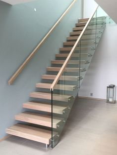 Modern Staircase, Spiral Staircase, Staircase Design, Interior Stairs, Office Interior Design, Hall Flooring, Glass Stairs, Basement Inspiration, Stair Handrail
