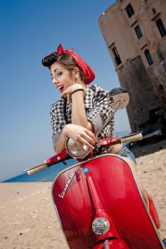 Some nice pictures from Giuseppe Marinelli on Flickr     Vespa Pin-up Girl