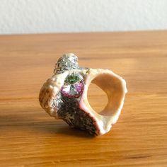 Unverändertes Muschelfundstück Echter Swarovskistein Silberne Glitzersteine Muschel aus Bali