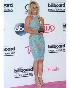 """🇧🇷A #DivaNey, (#BritneySpears)começou as gravações do seu novo clipe nesta semana. """"Make Me"""" é o primeiro single do seu álbum de inéditas que deve ser lançado no segundo semestre e conta com a participação de @G_Eazy. • • • • • • • • • • • • • • • • • • • • • • • • • • • • •  🇱🇷@britneyspears began the recordings from your new video clip in this week. """"Make Me"""" is the first single of your album of unreleased that should be launched in the second half and has the participation of…"""