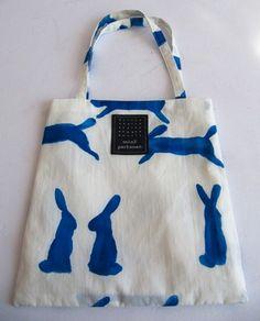 Run run run Diy Tote Bag, Reusable Tote Bags, Fabric Bags, Cute Bags, Cotton Bag, Shibori, Diy Clothes, Bag Making, Fashion Bags