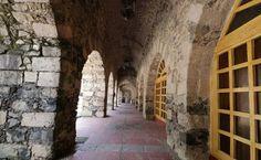 Santa María Regla: duerme en una hacienda minera en Hidalgo Stone Columns, To Sleep, Vintage Bedrooms, Suspension Bridge