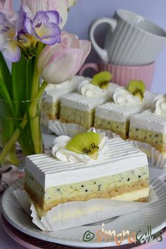 Prajitura Totul va fi bine Vegan Desserts, Kiwi, Vanilla Cake, Camembert Cheese, Mousse, Cake Decorating, Caramel, Cheesecake, Sweets