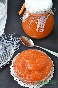 Anul acesta am trecut la aceasta reteta de Dulceata de caise. Nu am prea avut timp sa stau mult pe langa aragaz si am ales aceasta varianta de a o prepara. Avem si alte retete cu dulceata de caise va recomandam sa rasfoiti sectiunea cu Dulceturi si compoturi. Ingrediente Dulceata de caise intregi rapida 10 How To Make Jelly, Making Jelly, Canning Pickles, Mousse, Romanian Food, Canning Recipes, Punch Bowls, Preserves, Bakery