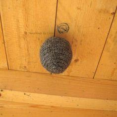 Virkattu ampiaispesä, crocheted wasp's nest Wasp Nest, Birthday Wishes, Stuff To Do, Crochet Earrings, Crochet Patterns, Baskets, Cabin, Knitting, Garden