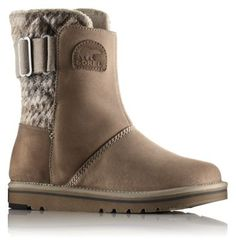 Slip into the Newbie and head out to class, coffee, shopping, or to the slopes for après ski. Water resistant suede leather with eye-catching chevron fluffy blanket back and soft fleece lining lend this go-to boot a touch of class.