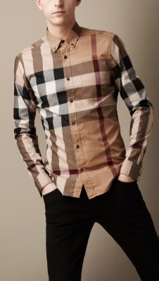 A cotton twill shirt in giant exploded check. Cut in a classic fit, the design features a button-down collar, patch pocket and rounded tail ending.