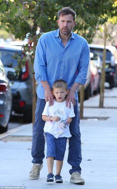Protective dad: The A-lister keeps a tight grip on his young son on the crisp California m. Jen Garner, Jennifer Garner, Ben Affleck Family, Ben Afleck, Kate Middleton News, Pin Man, Star Family, Morning Running, Co Parenting