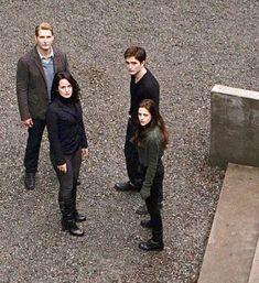 Twilight Cast, Twilight Pictures, Twilight Series, Twilight Movie, Series Movies, Tv Series, New Moon, Aquaman, Movies Showing