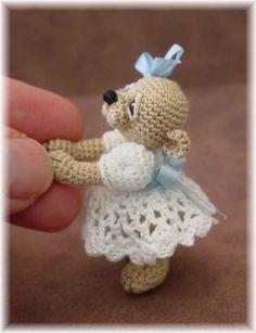 Sweet little bear to crochet! no pattern Crochet Amigurumi, Crochet Bear, Cute Crochet, Crochet Animals, Amigurumi Patterns, Crochet Crafts, Crochet Dolls, Yarn Crafts, Crochet Projects