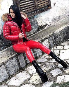 Fashion Moda, Womens Fashion, Latex Wear, Vinyl Leggings, Plein Air, Puffer Jackets, Leather Fashion, Lady, Leather Pants