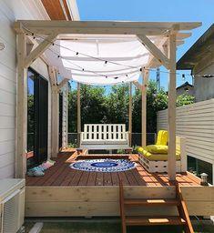 パーゴラの作り方!意外に簡単?DIYでおしゃれなウッドデッキを作ろう! | 暮らし~の[クラシーノ] Porches, Gazebo, Pergola, Garage Exterior, Outdoor Living, Outdoor Decor, Building A Deck, Porch Swing, House Rooms