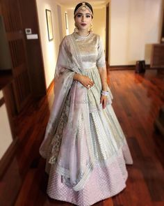 Latest Indian Lehenga Choli for Wedding 2019 - Buy lehenga choli online Designer Bridal Lehenga, Indian Bridal Lehenga, Indian Bridal Fashion, Indian Wedding Outfits, Bridal Outfits, Designer Wedding Dresses, Wedding Attire, Indian Outfits, Bridal Dresses
