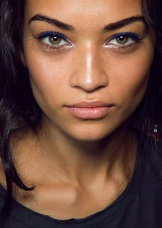Can Honey Make Your Brown Eyes Green, FOR REAL?