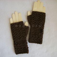 Chevron Textured Fingerless Mitts crochet pattern, fingerless gloves