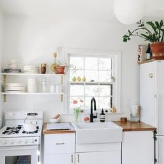 T Home, Humble Abode, Apartment Living, White Wood Kitchens, Small Space Living, Small Spaces, Space Place, Kitchen Accessories, Interior Design Inspiration