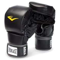 Perfect your hit with the Everlast Striking Training Gloves. Designed with an ergonomic shape, this glove offers improved finger flexibility and ultimate protection. A full wrist strap provides greater wrist support and a more customizable fit. Ufc Training, Speed Training, Sports Training, Boxing Fight, Mma Boxing, Mma Equipment, Training Equipment, Boxing Punches, Mma Gear