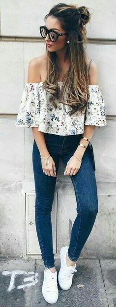 Blusa shouler.  Blusa sin hombros blanca con flores.  Jeans Tolle Auswahl bei divafashion.ch. Schau doch vorbei
