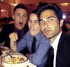 Colton Haynes, Dylan O'Brien, and Tyler Hoechlin This picture is priceless. Teen Wolf Memes, Teen Wolf Mtv, Teen Wolf Funny, Teen Wolf Boys, Teen Wolf Dylan, Teen Wolf Stiles, Teen Wolf Cast, Arte Teen Wolf, Hunger Games