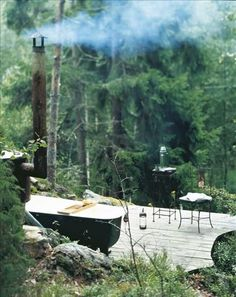 Bathe in the woods! Gorgeous outdoor tub warmed by woodfire