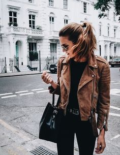 39 Stylish Brown Leather Jacket Outfits Ideas To Makes You Look Fashionable - Street styles women - Jackets Winter Outfits, Casual Outfits, Cold Weather Outfits Casual, Summer Outfits, Fashion Outfits, Fashion Trends, Brown Suede Jacket, Mode Shoes, Mode Inspiration