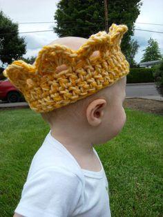 Baby crown crochet hat