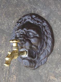 Mascaron Fontaine avec robinet_Excideuil_Dordogne