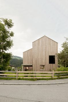 Architecture Wooden House Architecture And Wooden Fence Panel With Beautiful Green Scenery Wooden Box Home Architecture Durable, Wood Architecture, Residential Architecture, Modern Barn, Modern Farmhouse, Wooden Fence Panels, Green Scenery, Box Houses, Wooden House