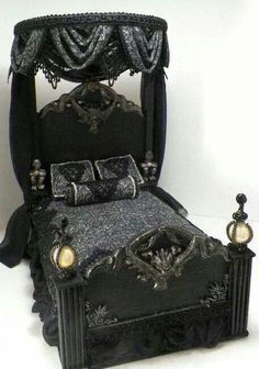 //♠️Gothic Bed ..... When Darkness Falls