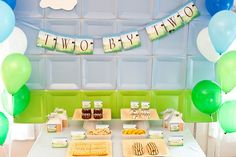 paper plate backdrop tutorial... might skip the velcro and just use fun-tak.  So Cute!