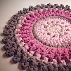 ליאת. בעיקר סורגת. בעיקר במסרגה אחת. מלמדת סריגה. An Israeli crocheter :)