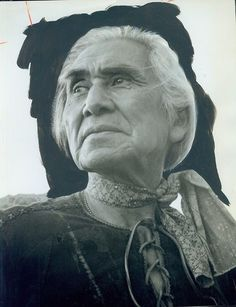 Chief Dan George - The Outlaw Josey Wales Native American Beauty, American Indian Art, Native American History, Native American Indians, Chief Dan George, Anthropologie, Native Indian, Native Art, Portraits