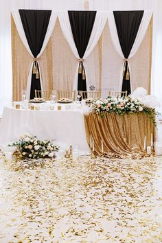 Beautiful black and gold wedding colors for 1920's Great Gatsby wedding decorations inspired by art decor wedding themes. Wedding backdrops diy with double backdrop photo booth designs using CV Linens drape backdrop panels, tablecloths, and glitz sequin fabric rolls for head table decorations. #greatgatsbyparty #greatgatsbywedding #greatgatsbypartydecorations #1920sweddingtheme #1920spartyideas Great Gatsby Party Decorations, Gold Wedding Decorations, Decor Wedding, Table Decorations, Balloon Decorations, Gold Wedding Colors, Gold Wedding Theme, Wedding Themes, Fall Wedding