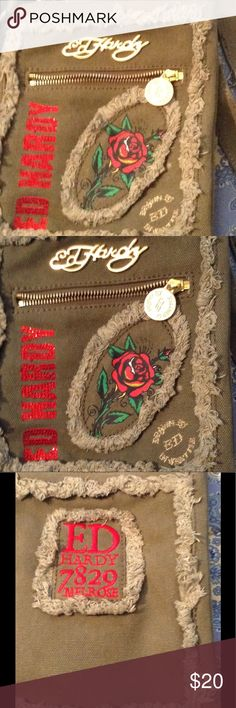 Ed Hardy army Green cross body bag Army Green bling crossbody bag à Nice Staples To any wardrobe Bold gold and bling signature with Bold gold tonne hardware Has 3 zippered compartments and 1 open insid me pocket  great hand free summer wear for  beach , carnival rides, walk, any where any time use never used Ed Hardy Bags Crossbody Bags