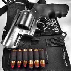 834 отметок «Нравится», 20 комментариев — @oilthegun в Instagram: «Rugers 49th State. #oilthegun #SuperRedhawkAlaskan #Ruger #grovtecharness #trailgun #revolver #NRA…»
