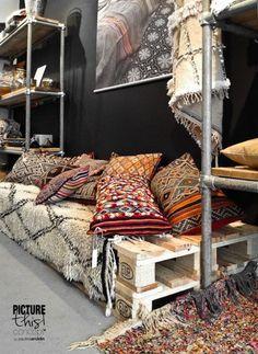 Romantische slaapkamer met boompjes behang - kleurencombinaties google ...